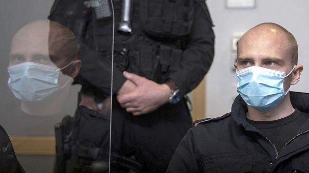 L'accusé Stephan Balliet siège dans la salle d'audience du tribunal régional au début du procès à Magdebourg, en Allemagne, le mardi 21 juillet 2020.