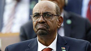Sudan'ın darbe ile görevden uzaklaştırılan eski lideri Ömer el Beşir