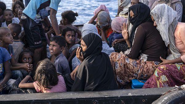 Denizden Endonezya'ya ulaşan Arakanlı Müslüman mülteciler
