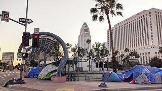 Tiendas de campaña de las personas sin hogar en Los Ángeles