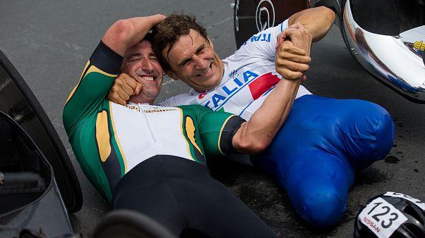 Un momento felice di Alex Zanardi, qui alle Paralimpiadi di Rio de Janeiro 2016.