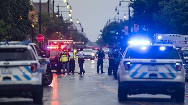 شرطة شيكاغو في موقع إطلاق النار في حي غريشام في شيكاغو.