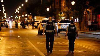 Policías en el lugar del tiroteo de Chicago