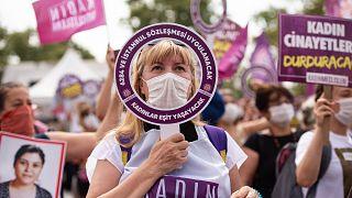 Türkiye, kadın cinayetlerine karşı protesto gösterisi