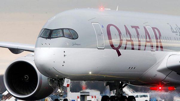 Katar Havayolları'na ait bir yolcu uçağı