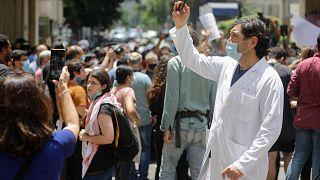 احتجاج للعاملين في القطاع الصحي