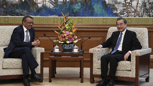 DSÖ Genel Direktörü Tedros Adhanom Ghebreyesus (solda) // Çin Dışişleri Bakanı Wang Yi