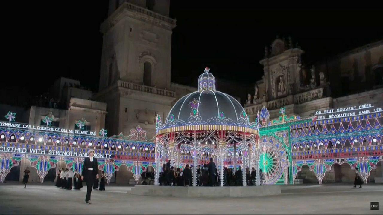 Dior выходит из карантина: показ в Италии