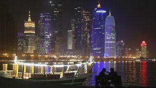 الواجهة البحرية للكورنيش في الدوحة، قطر.