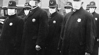 Des policiers de Seattle en 1918, pendant la pandémie de grippe espagnole