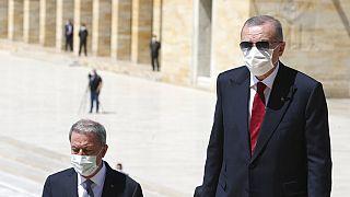 Ο Ερντογάν έξω από το Μαυσωλείο του Κεμάλ