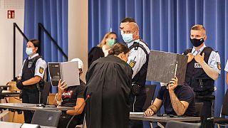 Almanya'da toplu tecavüze adı karışan 10 mülteciye 30 yılı aşkın hapis