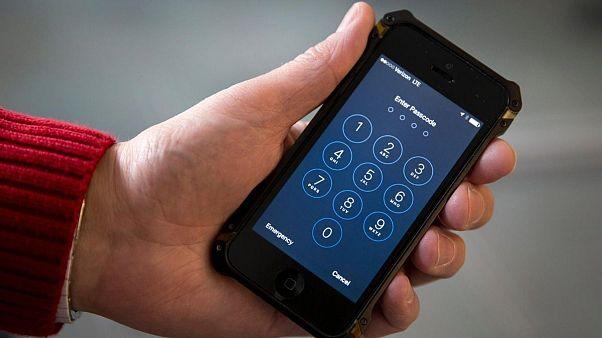تولید «آیفون قابل هک» توسط اپل با اهداف تحقیقاتی