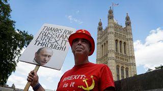 Demonstráció a brit parlamentnél