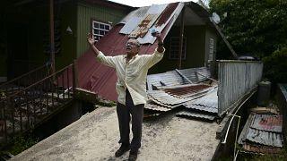 Manuel Morales explica los daños que sufrió su vivienda al paso del huracán María
