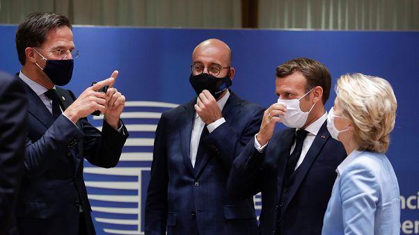 Mark Rutte, Charles Michel, Emmanuel Macron és Ursula von der Leyen az EU-csúcson 2020. július 21-én