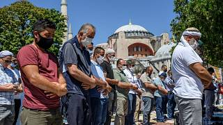 Gebet vor der Hagia Sophia