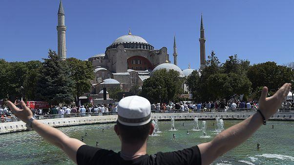 Muzulmán ünnepnap: müezzin énekétől hangos a Hagia Sophia