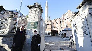 Ταγίπ και Εμινέ Ερντογάν έξω από την Αγία Σοφία