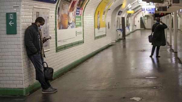 Paris'te toplu taşıma araçları eylül ayından itibaren 18 yaş altına ücretsiz olacak