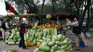 Afganistan'ın başkenti Kabil'de kavun, karpuz satan sokak satıcıları (arşiv)