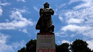 شاهد: إزالة تمثالين لكريستوفر كولومبس في شيكاغو الأمريكية
