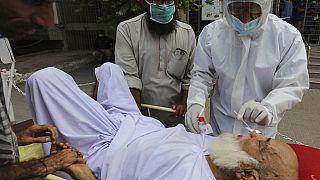 """Covid-19'u 103 yaşında yenen Pakistanlı, dünyada koronavirüsten iyileşen """"en yaşlı hasta"""" oldu"""