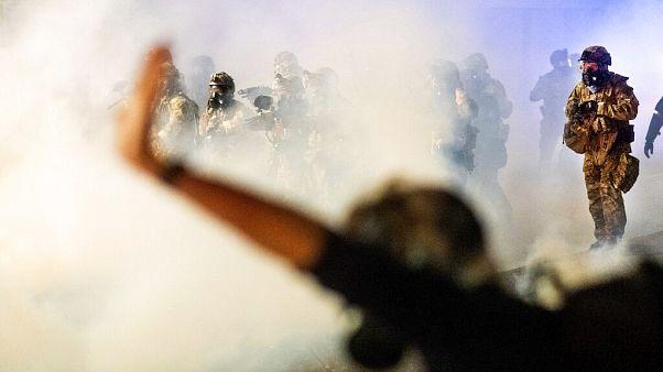 Confrontos entre agentes federais e manifestantes em Portland