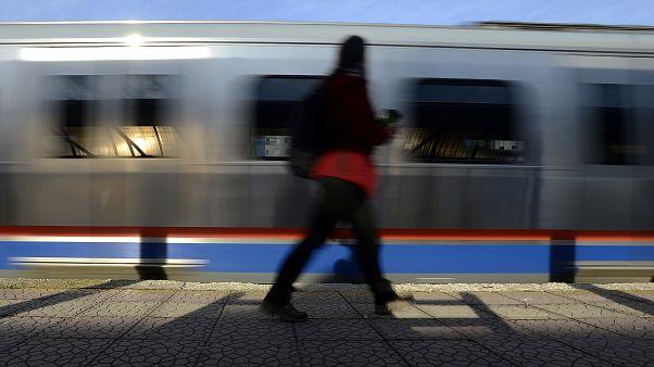 Ayasofya'daki yoğunluk nedeniyle metro seferleri iptal edildi; yolcular kadın makiniste saldırdı