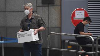 Китайские дипломаты покинули консульство в Хьюстоне по требованию США