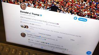 الرئيس الأمريكي يستخدم تويتر بكثافة وله حسابين على الموقع