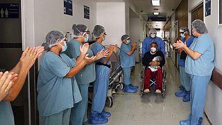 Applaus für genesene Covid-19-Patienten