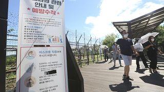 Precauzioni sul versante della Corea del Sud. Poco lontano, il Nord ha imposto il lockdown alla città di Kaesong