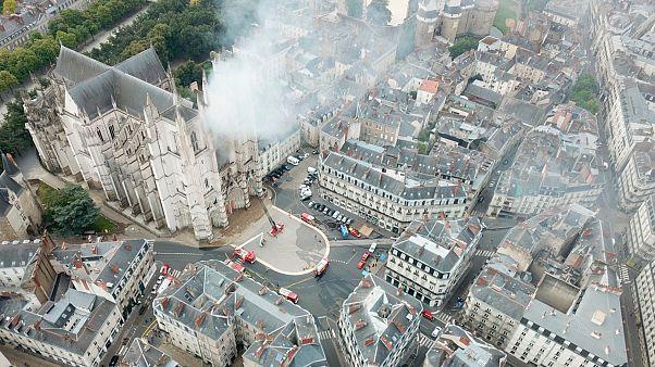 Fransa'da Nantes katedralini kundaklamakla suçlanan Ruandalı bir sığınmacı tutuklandı