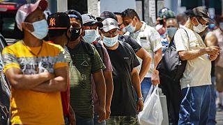 A máscara passou a fazer parte do dia-a-dia na maior parte das cidades