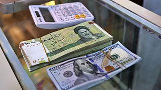 نوسان نرخ دلار؛ فاصله قیمت رسمی و آزاد یورو به ۴ هزارتومان رسید