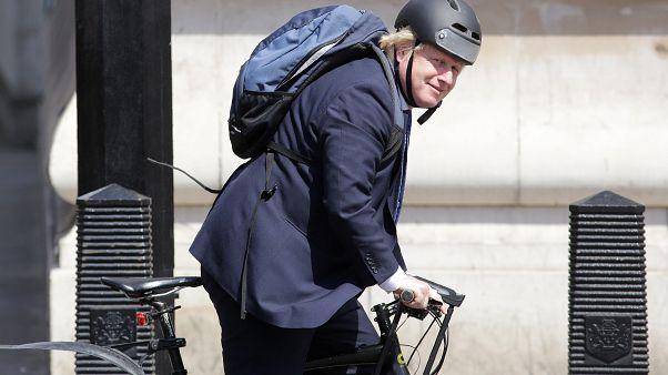 """جونسون سيطلب من الأطباء """"وصف ركوب الدراجة"""" لمرضى السمنة في بريطانيا"""