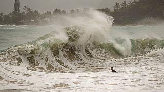 A Douglas hurrikán Hawaii partjainál