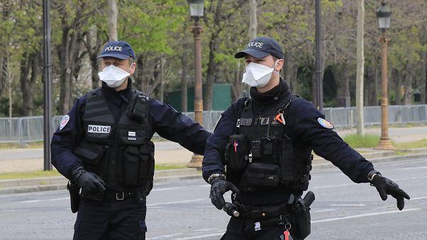 عنصران من الشرطة الفرنسية