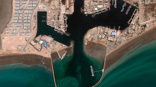 حرکت ناو هواپیمابر ساختگی ایران به سوی تنگه هرمز