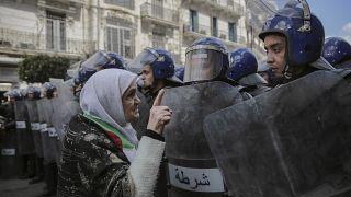 مراقبون يوصون الحراك والسلطة في الجزائر بالحوار لتجنب أزمة اقتصادية كبرى