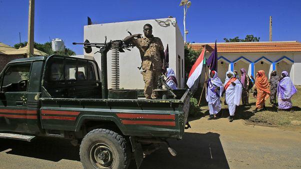 عسكري سوداني على متن آلية في دارفور
