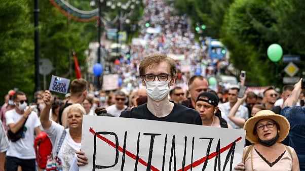 Rusya'da Putin karşıtı protestoya on binlerce kişi katıldı