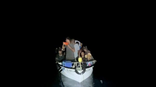 İtalya'nın Lampadusa Adası'na geçtiğimiz haftadan bu yana bine yakın göçmen ulaştı
