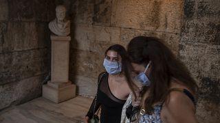 Ελλάδα: Εξετάζεται η επέκταση της υποχρεωτικής χρήσης μάσκας σε περισσότερους κλειστους χώρους
