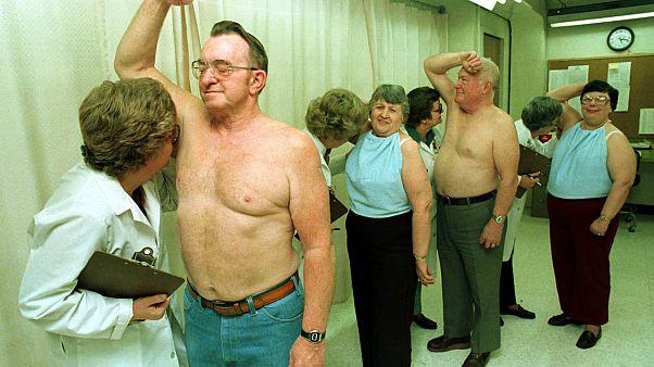 اختبارات يتم إجراؤها على صابون مزيل العرق، أوهايو، الولايات المتحدة،  الجمعة 1 أبريل 1984