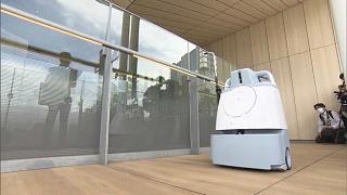 اليابان تكشف عن روبوتات جديدة للتعقيم