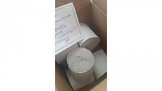 Romania, carta igienica al posto delle mascherine: truffati a decine