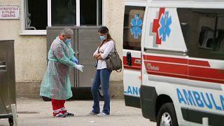 Pandemia alastra nos Balcãs