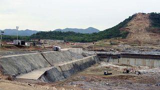 تجري أعمال البناء في موقع سد النهضة الإثيوبي في إثيوبيا بالقرب من السودان، الجمعة 28 يونيو 2013